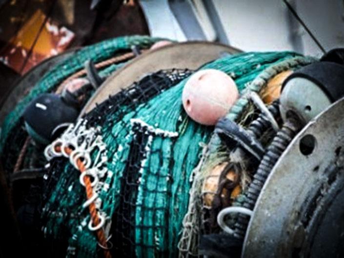 Tre fiskare kunde räddas från brinnande båt